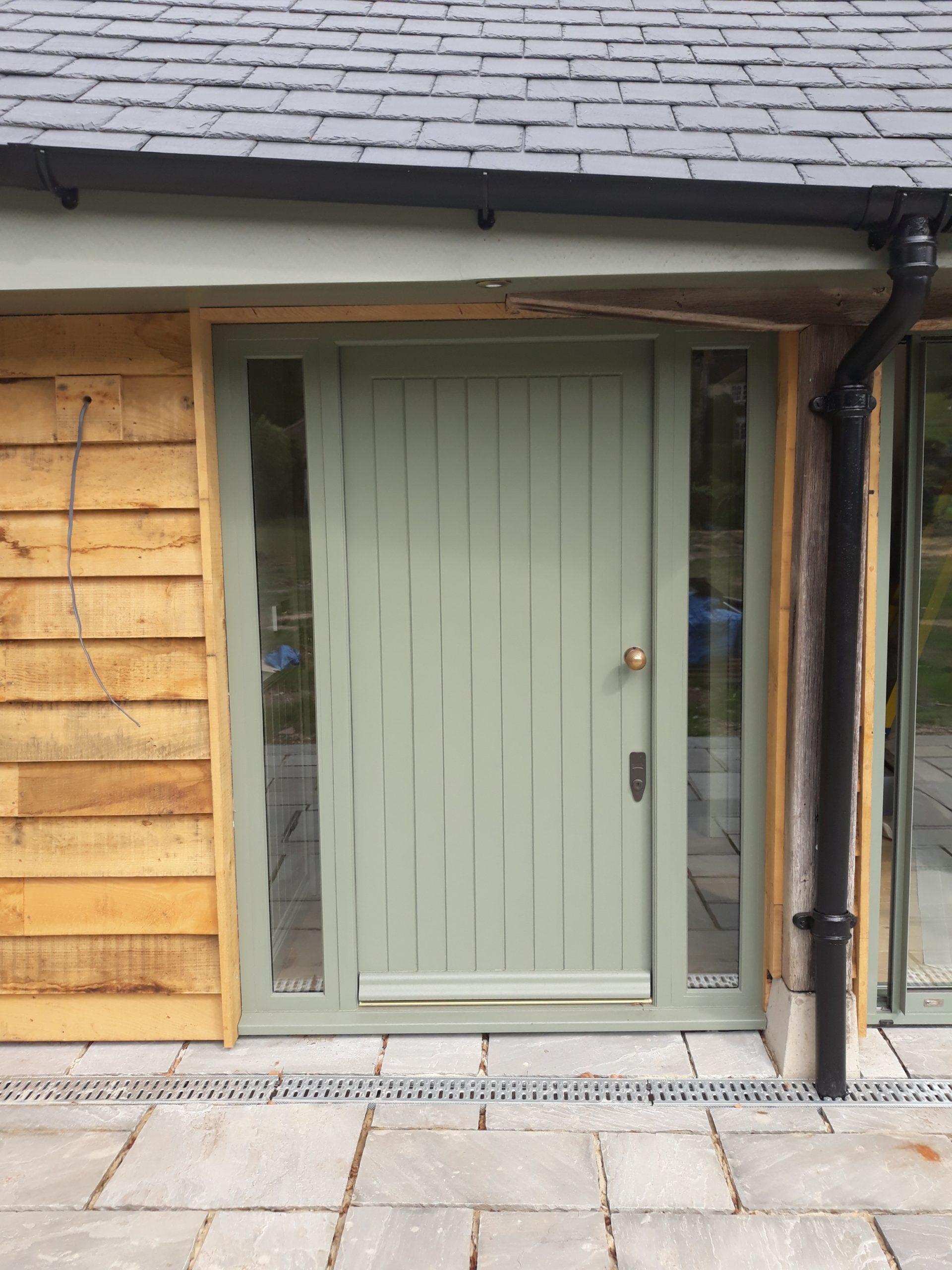 Single door with sidelights